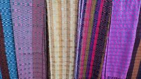 Tyger på skärm i en souvenir shoppar i staden av Paro i Bhutan royaltyfri foto