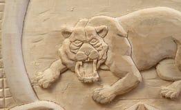 Tygrys rzeźbiący z drewna Obrazy Royalty Free