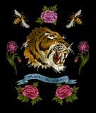 Tygrysa, pszczoły i peoni kwiatów broderii łaty dla tekstylnego projekta, Obraz Stock