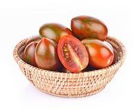 Tygrysi pomidory w koszu na bia?ym tle obrazy royalty free