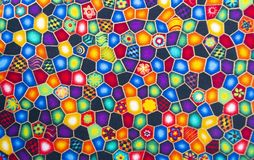 Tygtextil med ljusa modeller mång--färgad bakgrund arkivfoto