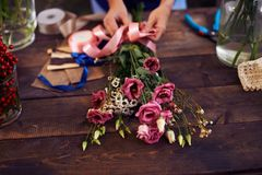Tying up bouquet Royalty Free Stock Photography
