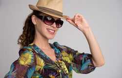 Tylish woman wearing hat and sunglasses Royalty Free Stock Photos