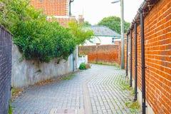 Tylna aleja w tradycyjnym miasteczku Southwold w UK obraz royalty free