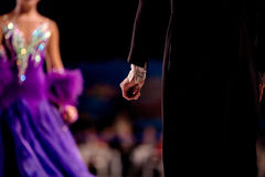 Tylna męska tancerz atleta w czarnym tailcoat Obrazy Stock