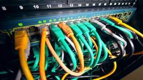 Tylna strona serweru blok z wieloskładnikowymi drutami zbiory