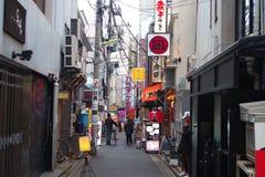 Tylna ulica w Shimokitazawa w Setagaya, Tokio, Japon Obraz Stock