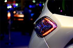 Tylni światło niezidentyfikowany samochód przy motorowym przedstawieniem zdjęcie royalty free