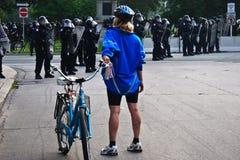 tylni g2 g20 dają protestor mój drodze Toronto Zdjęcia Royalty Free