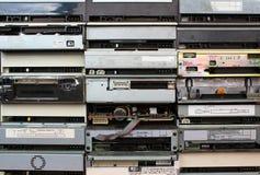 Tylni panel stare opadające cd i dvd przejażdżki jako tło Fotografia Stock