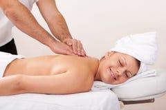 tylni piękni dostaje masażu kobiety potomstwa fotografia royalty free