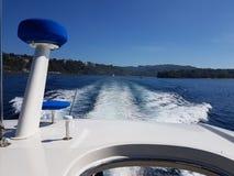 Tylni sekcja jachtu podr??ny zach?d w Batangas zatoce fotografia royalty free