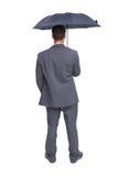 Tylni widok z klasą biznesmena mienia popielaty parasol Fotografia Stock