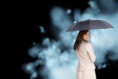 Tylni widok z klasą bizneswomanu mienia parasol Obrazy Royalty Free