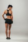 Tylny boczny widok kobieta w sporta wierzchołku i skrótach Obraz Stock