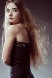 tylny latający włosy patrzeje kobiety obraz stock
