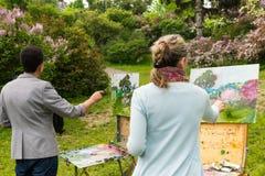 Tylny widok dwa fachowego malarza outdoors Fotografia Stock