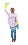 Tylny widok gospodyni domowa w rękawiczkach z gąbką i detergentem Obrazy Royalty Free