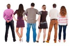 Tylny widok grupy ludzi patrzeć Zdjęcia Royalty Free