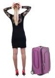 Tylny widok szokująca biznesowa kobieta w smokingowy podróżować z kostiumem Zdjęcia Royalty Free