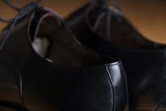 Tylny widoku szczegół para klasyczni czarni rzemienni buty Fotografia Stock