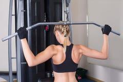 Tylnych mięśni ćwiczenie sportową kobietą Zdjęcia Stock