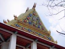 Tympan du temple principal de Wat Chaloem Phrakiat Thailand Images stock