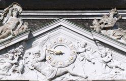 Tympanon über dem Eingang des Augustusburg-Schlosses an BrÃ-¼ hl Stockfotos