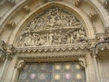 Tympanum der gotischen Kathedrale in Prag Lizenzfreie Stockfotos