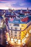 Tyn大教堂、布拉格城堡和老镇联合国科教文组织,布拉格,捷克,从粉末门的看法 免版税库存照片