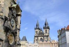 Tyn教会和天文学时钟 免版税图库摄影