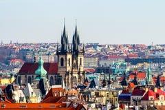 Tyn教会在布拉格,一个晴天特写镜头的捷克 库存图片