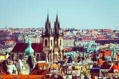 Tyn教会在布拉格,一个晴天特写镜头的捷克 免版税库存图片