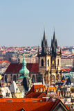 Tyn教会在布拉格,一个晴天特写镜头的捷克 免版税图库摄影