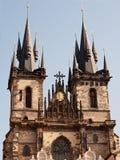 Tyn domkyrka, Prague, Tjeckien Arkivbilder