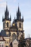Tyn kyrka i Prague Arkivfoto