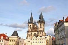 Tyn kyrka i Prague Arkivfoton