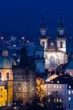 Tyn kyrka på natten royaltyfria bilder
