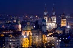 Tyn kyrka på natten Arkivfoto