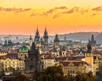Tyn kyrklig och gammal stadfyrkant, Prague, Tjeckien Arkivfoto
