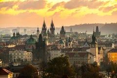 Tyn kyrklig och gammal stadfyrkant, Prague, Tjeckien Fotografering för Bildbyråer