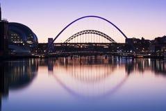 Tyne-Brücken am Sonnenuntergang im Winter Stockbild
