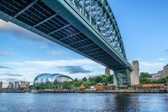 Tyne Bridge através do rio em Newcastle Imagens de Stock