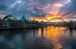 Tyne Bridges bei Sonnenuntergang Stockfotografie