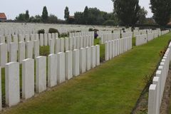 Tyne Cot Cemetery Graves Ypres royaltyfri bild