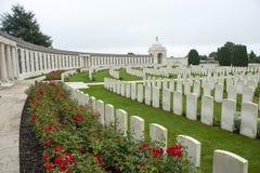 Tyne Cot Cemetery Zonnebeke Ypres utskjutande slagfält Belgien royaltyfri foto