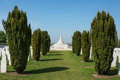 Tyne Cot Commonwealth Memorial cerca de Ypres foto de archivo