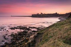 Tynemouth小修道院和城堡在黄昏 库存图片