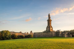 Tynemouth Priory and Collingwood Monument. The Collingwood Monument overlooks the mouth of the River Tyne at Tynemouth, and is a fitting memorial to Admiral Lord Stock Images