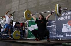 Tyngdlyftningkvinna arkivfoto